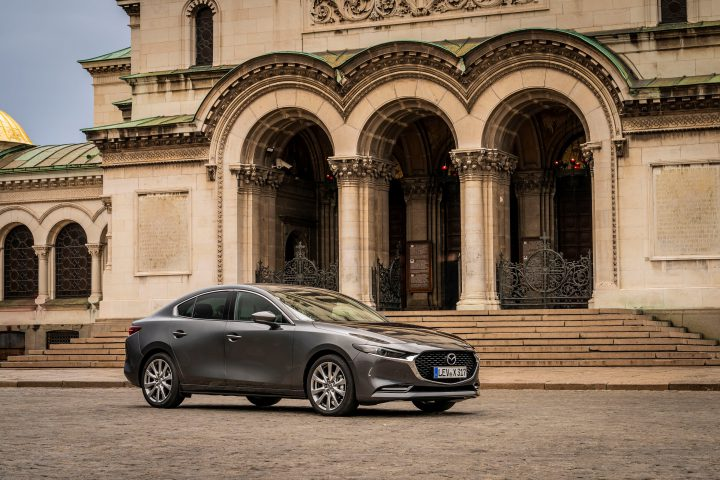 Mazda3_Skyactiv-X_static_SDN_machine_grey-5-720x480